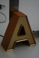 Litera blokowa LED z bokami z taśmy aluminiowej i frontem z plexi (2)