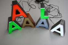 Litery blokowe LED z bokami z taśmy aluminiowej i frontem  plexi (2)